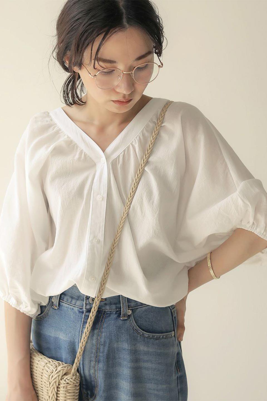 VoluminousSleeveBlouseボリュームスリーブ・ブラウス大人カジュアルに最適な海外ファッションのothers(その他インポートアイテム)のトップスやシャツ・ブラウス。ボリュームがありながらも軽やかな素材で清涼感溢れるエアリーブラウス。綿100%の素材を使用しているので着心地も良くストレスフリーのトップスです。/main-20