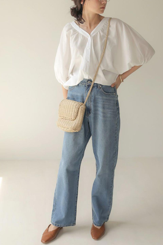 VoluminousSleeveBlouseボリュームスリーブ・ブラウス大人カジュアルに最適な海外ファッションのothers(その他インポートアイテム)のトップスやシャツ・ブラウス。ボリュームがありながらも軽やかな素材で清涼感溢れるエアリーブラウス。綿100%の素材を使用しているので着心地も良くストレスフリーのトップスです。/main-25