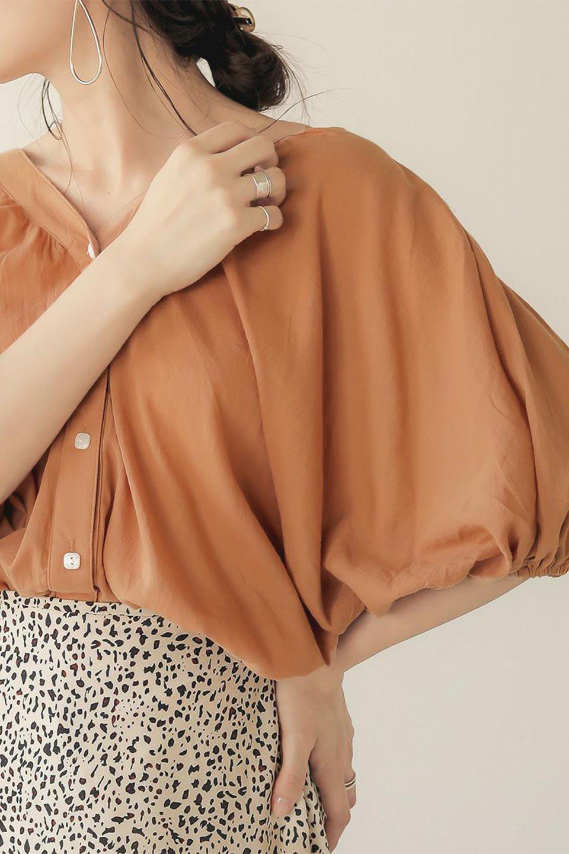 VoluminousSleeveBlouseボリュームスリーブ・ブラウス大人カジュアルに最適な海外ファッションのothers(その他インポートアイテム)のトップスやシャツ・ブラウス。ボリュームがありながらも軽やかな素材で清涼感溢れるエアリーブラウス。綿100%の素材を使用しているので着心地も良くストレスフリーのトップスです。/main-31