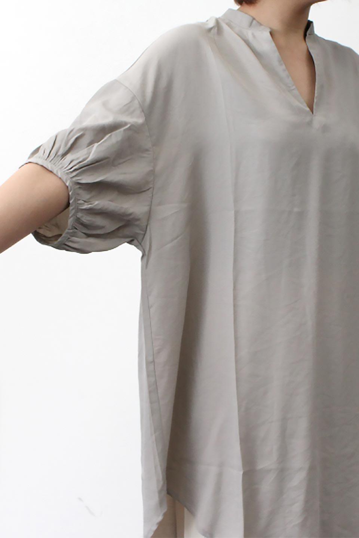 BackButtonKey-NeckLongBlouseキーネック・ロングブラウス大人カジュアルに最適な海外ファッションのothers(その他インポートアイテム)のトップスやシャツ・ブラウス。注目のキーネック仕様のロングブラウス。後ろのボタンを少し外せば、こなれ感も増してオシャレ度アップ。/main-32