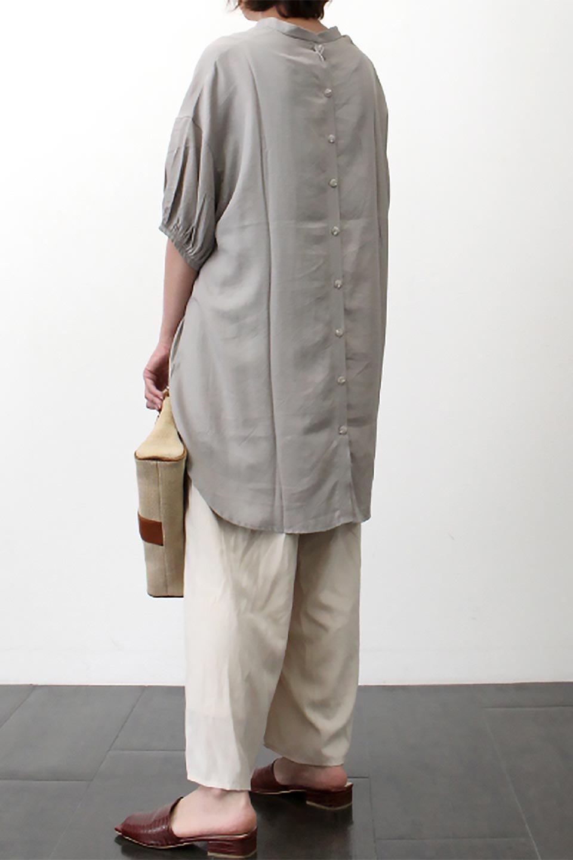 BackButtonKey-NeckLongBlouseキーネック・ロングブラウス大人カジュアルに最適な海外ファッションのothers(その他インポートアイテム)のトップスやシャツ・ブラウス。注目のキーネック仕様のロングブラウス。後ろのボタンを少し外せば、こなれ感も増してオシャレ度アップ。/main-36