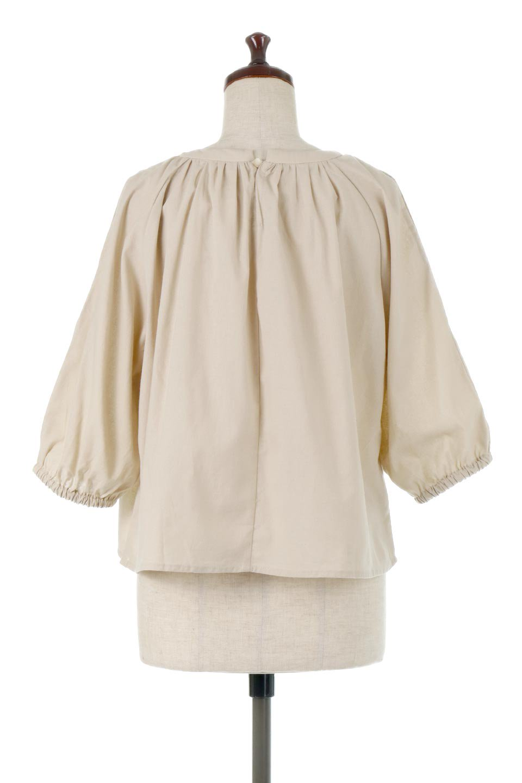 SlitShoulderSleeveBlouseスリットショルダー・ギャザーブラウス大人カジュアルに最適な海外ファッションのothers(その他インポートアイテム)のトップスやシャツ・ブラウス。ルーズシルエットに肩のスリットがポイントのコットンブラウス。首周りのギャザーも可愛い合わせやすいブラウスです。/main-9