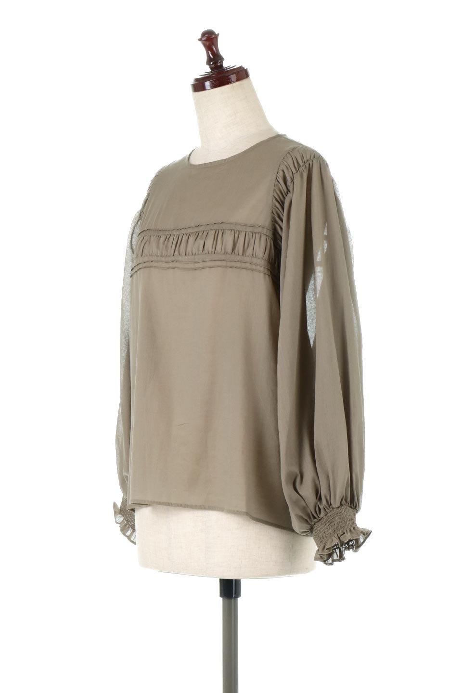BalloonSleeveSemiSheerBlouseバルーンスリーブ・シアーブラウス大人カジュアルに最適な海外ファッションのothers(その他インポートアイテム)のトップスやシャツ・ブラウス。ボリュームのある袖が特徴的なトレンド感のあるブラウス。胸元と肩には生地を寄せながら柄を作っており、柔らかいイメージを表現しています。/main-1