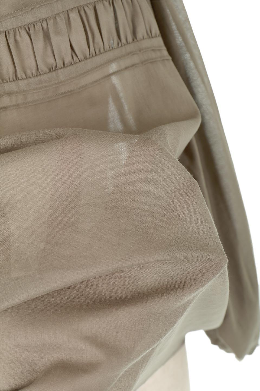 BalloonSleeveSemiSheerBlouseバルーンスリーブ・シアーブラウス大人カジュアルに最適な海外ファッションのothers(その他インポートアイテム)のトップスやシャツ・ブラウス。ボリュームのある袖が特徴的なトレンド感のあるブラウス。胸元と肩には生地を寄せながら柄を作っており、柔らかいイメージを表現しています。/main-12