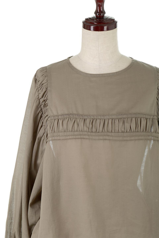 BalloonSleeveSemiSheerBlouseバルーンスリーブ・シアーブラウス大人カジュアルに最適な海外ファッションのothers(その他インポートアイテム)のトップスやシャツ・ブラウス。ボリュームのある袖が特徴的なトレンド感のあるブラウス。胸元と肩には生地を寄せながら柄を作っており、柔らかいイメージを表現しています。/main-7