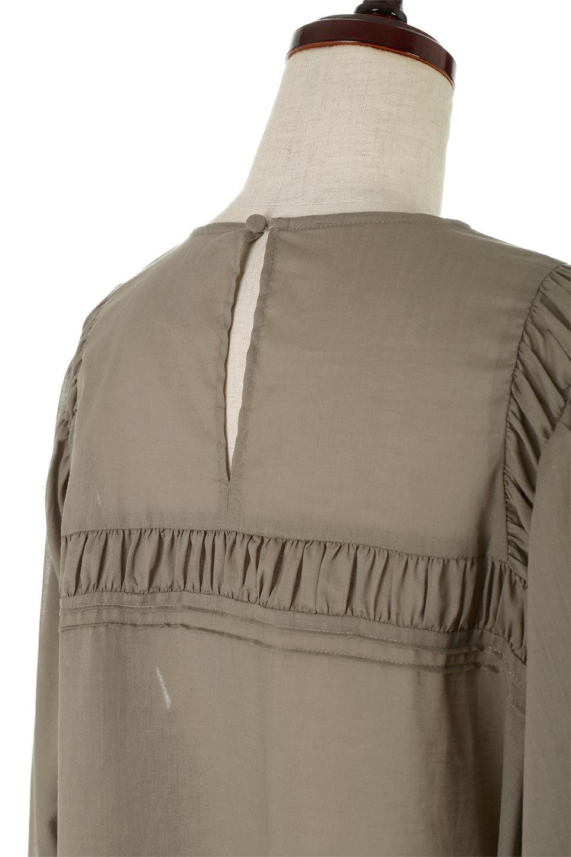 BalloonSleeveSemiSheerBlouseバルーンスリーブ・シアーブラウス大人カジュアルに最適な海外ファッションのothers(その他インポートアイテム)のトップスやシャツ・ブラウス。ボリュームのある袖が特徴的なトレンド感のあるブラウス。胸元と肩には生地を寄せながら柄を作っており、柔らかいイメージを表現しています。/main-8