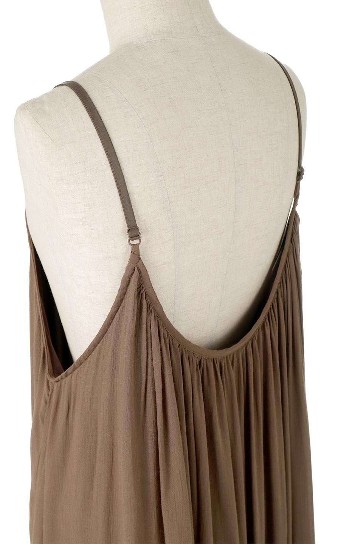 BackGatheredLongCamiDressバックギャザー・キャミマキシワンピース大人カジュアルに最適な海外ファッションのothers(その他インポートアイテム)のワンピースやマキシワンピース。柔らかく軽やかで涼しげな大人のためのサマードレス。ポイントのバックデザインがシンプルながら存在感あるマキシワンピ。/main-12