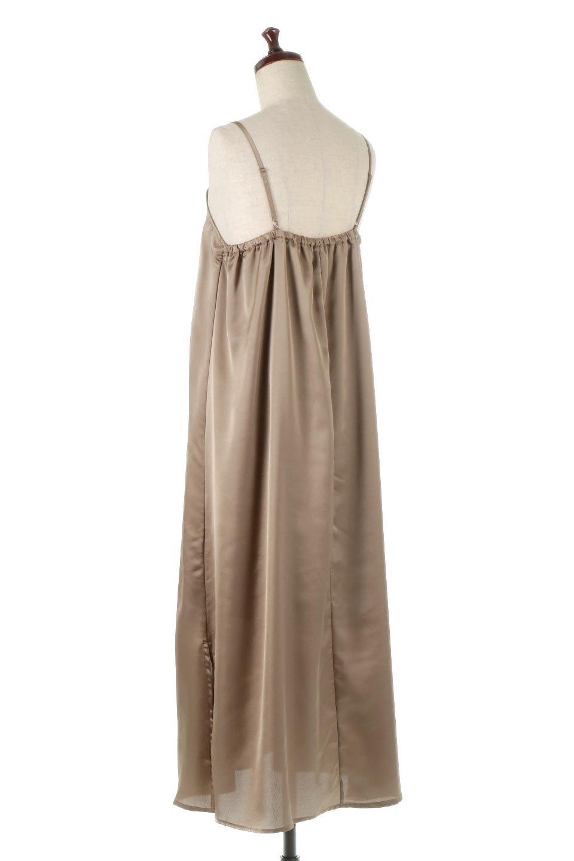 BackGatheredLongSatinDressバックギャザー・サテンキャミワンピース大人カジュアルに最適な海外ファッションのothers(その他インポートアイテム)のワンピースやマキシワンピース。なめらかな光沢が美しいサテン生地のマキシワンピース。膝丈の裏地付きでまとわりつきを軽減。/main-3
