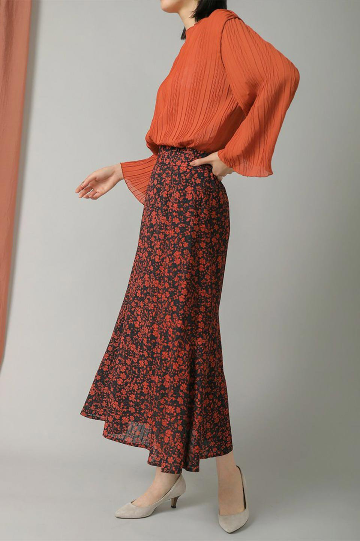 FloralPrintedMermaidSkirt花柄切り替え・マーメイドスカート大人カジュアルに最適な海外ファッションのothers(その他インポートアイテム)のボトムやスカート。エレガントで女性らしいマーメイドラインの花柄スカート。全体的にIラインながら途中から切り替えが入っており、裾部分はフレアに。/main-15