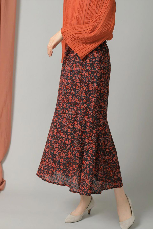 FloralPrintedMermaidSkirt花柄切り替え・マーメイドスカート大人カジュアルに最適な海外ファッションのothers(その他インポートアイテム)のボトムやスカート。エレガントで女性らしいマーメイドラインの花柄スカート。全体的にIラインながら途中から切り替えが入っており、裾部分はフレアに。/main-16