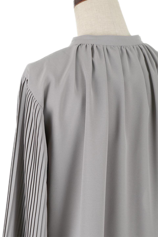 PleatedSleeveCollar-lessBlouseプリーツスリーブ・カラーレスブラウス大人カジュアルに最適な海外ファッションのothers(その他インポートアイテム)のトップスやシャツ・ブラウス。とろみのあるジョーゼット生地を用いたカラーレスブラウス。袖口がふんわりバルーン風のシルエットになっています。/main-12