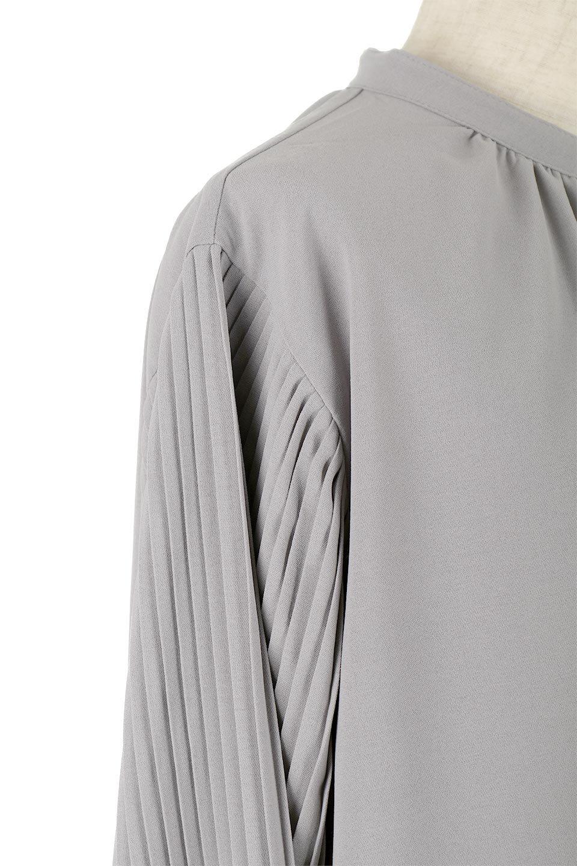 PleatedSleeveCollar-lessBlouseプリーツスリーブ・カラーレスブラウス大人カジュアルに最適な海外ファッションのothers(その他インポートアイテム)のトップスやシャツ・ブラウス。とろみのあるジョーゼット生地を用いたカラーレスブラウス。袖口がふんわりバルーン風のシルエットになっています。/main-13