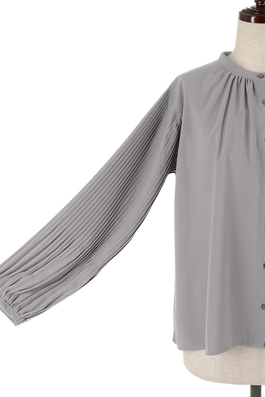 PleatedSleeveCollar-lessBlouseプリーツスリーブ・カラーレスブラウス大人カジュアルに最適な海外ファッションのothers(その他インポートアイテム)のトップスやシャツ・ブラウス。とろみのあるジョーゼット生地を用いたカラーレスブラウス。袖口がふんわりバルーン風のシルエットになっています。/main-14