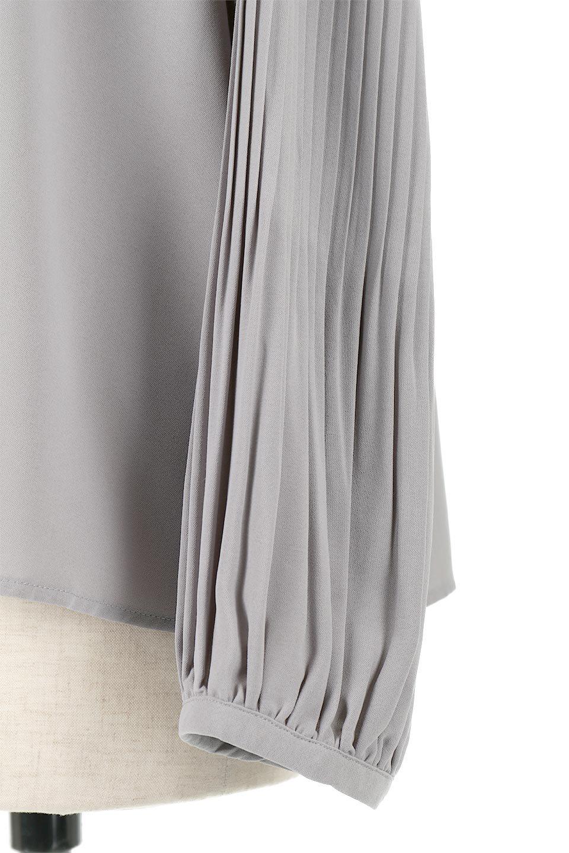 PleatedSleeveCollar-lessBlouseプリーツスリーブ・カラーレスブラウス大人カジュアルに最適な海外ファッションのothers(その他インポートアイテム)のトップスやシャツ・ブラウス。とろみのあるジョーゼット生地を用いたカラーレスブラウス。袖口がふんわりバルーン風のシルエットになっています。/main-15