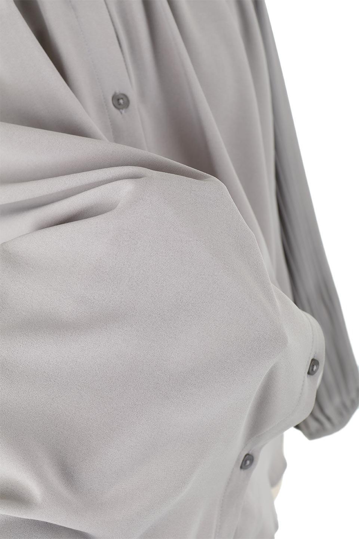 PleatedSleeveCollar-lessBlouseプリーツスリーブ・カラーレスブラウス大人カジュアルに最適な海外ファッションのothers(その他インポートアイテム)のトップスやシャツ・ブラウス。とろみのあるジョーゼット生地を用いたカラーレスブラウス。袖口がふんわりバルーン風のシルエットになっています。/main-17