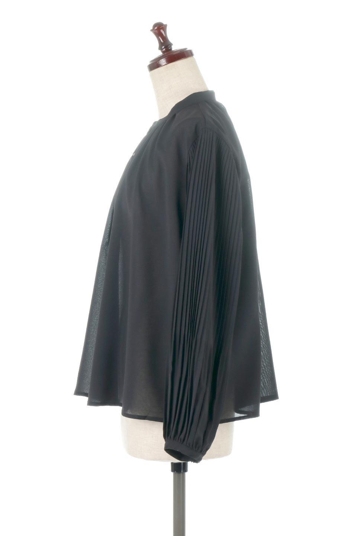 PleatedSleeveCollar-lessBlouseプリーツスリーブ・カラーレスブラウス大人カジュアルに最適な海外ファッションのothers(その他インポートアイテム)のトップスやシャツ・ブラウス。とろみのあるジョーゼット生地を用いたカラーレスブラウス。袖口がふんわりバルーン風のシルエットになっています。/main-7