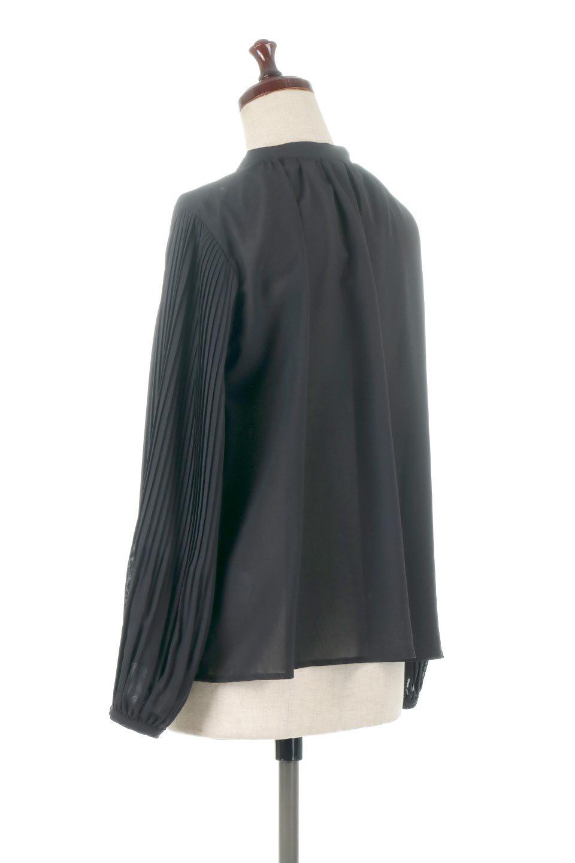 PleatedSleeveCollar-lessBlouseプリーツスリーブ・カラーレスブラウス大人カジュアルに最適な海外ファッションのothers(その他インポートアイテム)のトップスやシャツ・ブラウス。とろみのあるジョーゼット生地を用いたカラーレスブラウス。袖口がふんわりバルーン風のシルエットになっています。/main-8