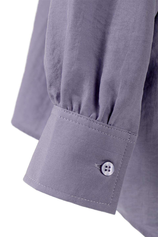 SkipperCollarBigPocketBlouseスカーフ付き・スキッパーブラウス大人カジュアルに最適な海外ファッションのothers(その他インポートアイテム)のトップスやシャツ・ブラウス。シルクのようなさらっとした手触りの生地を用いたシャツブラウス。オーバーサイズでお尻まですっぽりと隠れる丈感となっていますが、首元のV開きにより顔まわりはスッキリ見え、抜け感が出て◎スタイリングのポイントとして取り入れやすい、レオパード柄スカーフ付き。/main-25