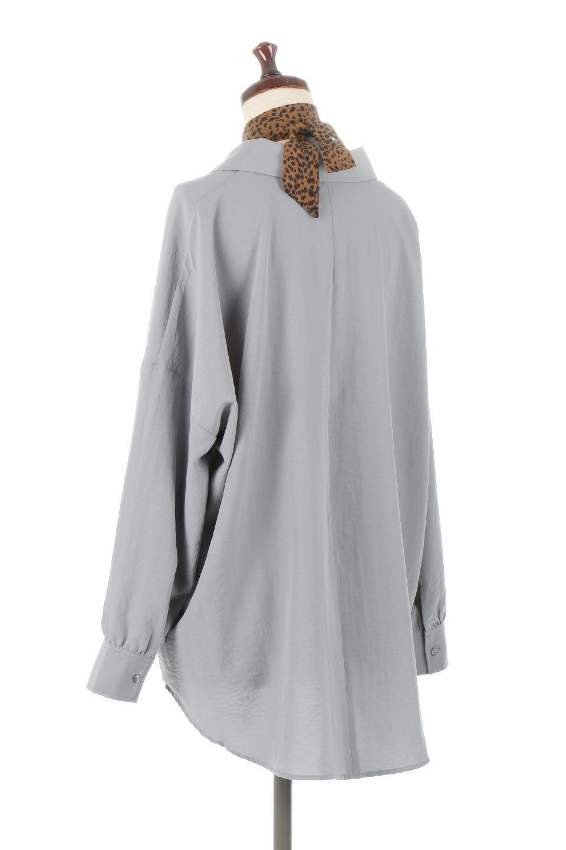 SkipperCollarBigPocketBlouseスカーフ付き・スキッパーブラウス大人カジュアルに最適な海外ファッションのothers(その他インポートアイテム)のトップスやシャツ・ブラウス。シルクのようなさらっとした手触りの生地を用いたシャツブラウス。オーバーサイズでお尻まですっぽりと隠れる丈感となっていますが、首元のV開きにより顔まわりはスッキリ見え、抜け感が出て◎スタイリングのポイントとして取り入れやすい、レオパード柄スカーフ付き。/main-7