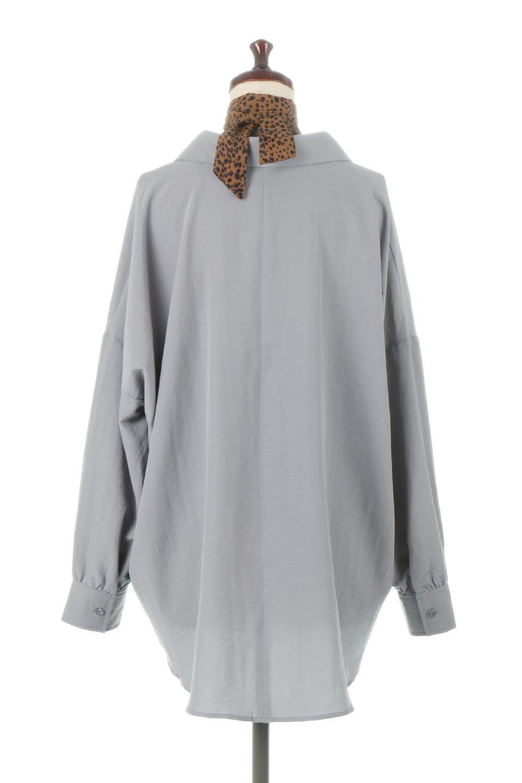 SkipperCollarBigPocketBlouseスカーフ付き・スキッパーブラウス大人カジュアルに最適な海外ファッションのothers(その他インポートアイテム)のトップスやシャツ・ブラウス。シルクのようなさらっとした手触りの生地を用いたシャツブラウス。オーバーサイズでお尻まですっぽりと隠れる丈感となっていますが、首元のV開きにより顔まわりはスッキリ見え、抜け感が出て◎スタイリングのポイントとして取り入れやすい、レオパード柄スカーフ付き。/main-8