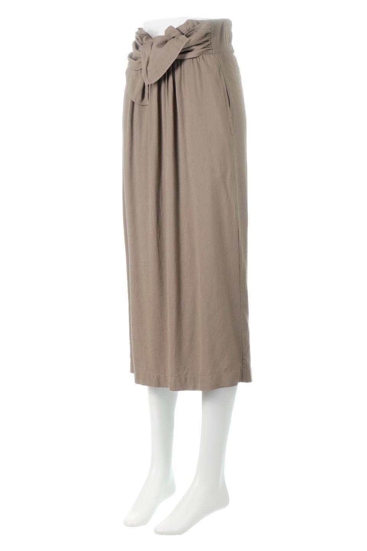 TwistedWaistNarrowSkirtツイストベルト・ナロースカート大人カジュアルに最適な海外ファッションのothers(その他インポートアイテム)のボトムやスカート。表面が凸凹しているので触り心地が少しざらつきがあるスラブ生地を用いたスカート。リボンを結んだようなウエストデザインがあるので、無地Tやシンプルなトップスと合わしてもこなれ感が出ます。/main-1