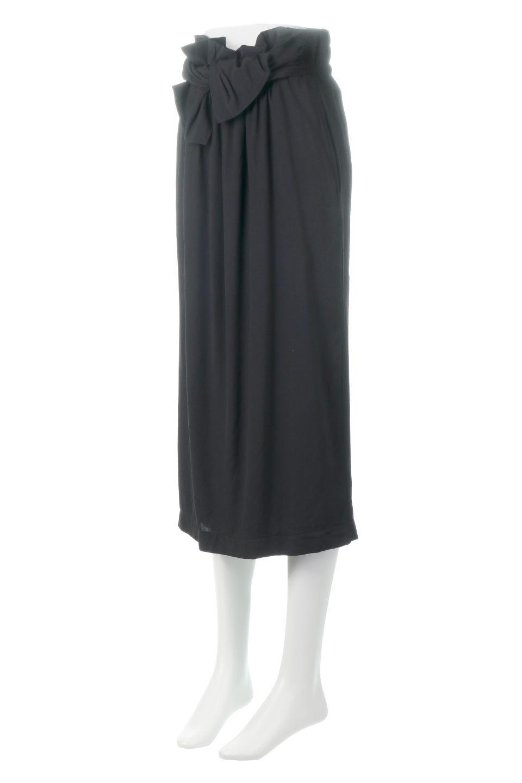 TwistedWaistNarrowSkirtツイストベルト・ナロースカート大人カジュアルに最適な海外ファッションのothers(その他インポートアイテム)のボトムやスカート。表面が凸凹しているので触り心地が少しざらつきがあるスラブ生地を用いたスカート。リボンを結んだようなウエストデザインがあるので、無地Tやシンプルなトップスと合わしてもこなれ感が出ます。/main-11