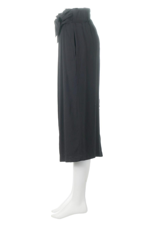 TwistedWaistNarrowSkirtツイストベルト・ナロースカート大人カジュアルに最適な海外ファッションのothers(その他インポートアイテム)のボトムやスカート。表面が凸凹しているので触り心地が少しざらつきがあるスラブ生地を用いたスカート。リボンを結んだようなウエストデザインがあるので、無地Tやシンプルなトップスと合わしてもこなれ感が出ます。/main-12