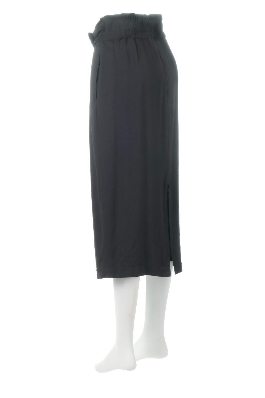 TwistedWaistNarrowSkirtツイストベルト・ナロースカート大人カジュアルに最適な海外ファッションのothers(その他インポートアイテム)のボトムやスカート。表面が凸凹しているので触り心地が少しざらつきがあるスラブ生地を用いたスカート。リボンを結んだようなウエストデザインがあるので、無地Tやシンプルなトップスと合わしてもこなれ感が出ます。/main-13