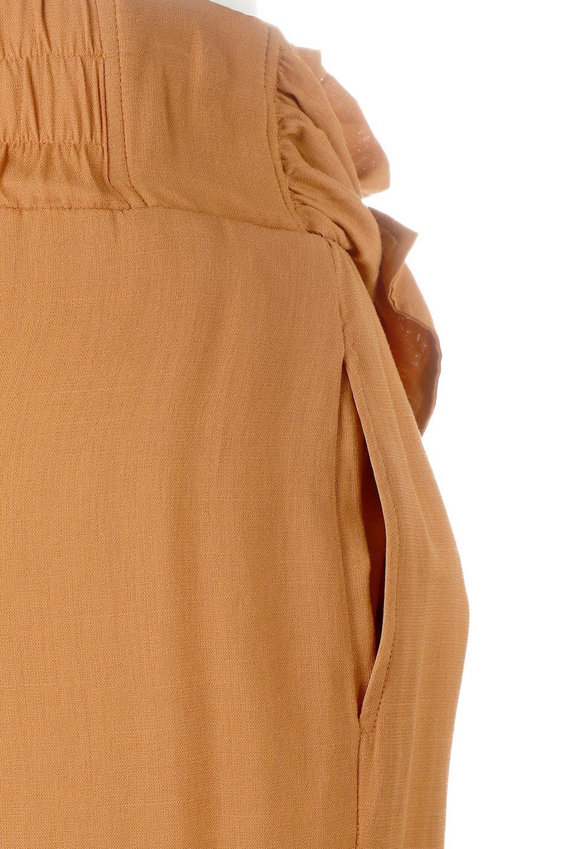 TwistedWaistNarrowSkirtツイストベルト・ナロースカート大人カジュアルに最適な海外ファッションのothers(その他インポートアイテム)のボトムやスカート。表面が凸凹しているので触り心地が少しざらつきがあるスラブ生地を用いたスカート。リボンを結んだようなウエストデザインがあるので、無地Tやシンプルなトップスと合わしてもこなれ感が出ます。/main-17
