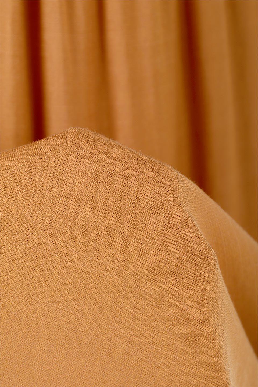 TwistedWaistNarrowSkirtツイストベルト・ナロースカート大人カジュアルに最適な海外ファッションのothers(その他インポートアイテム)のボトムやスカート。表面が凸凹しているので触り心地が少しざらつきがあるスラブ生地を用いたスカート。リボンを結んだようなウエストデザインがあるので、無地Tやシンプルなトップスと合わしてもこなれ感が出ます。/main-20