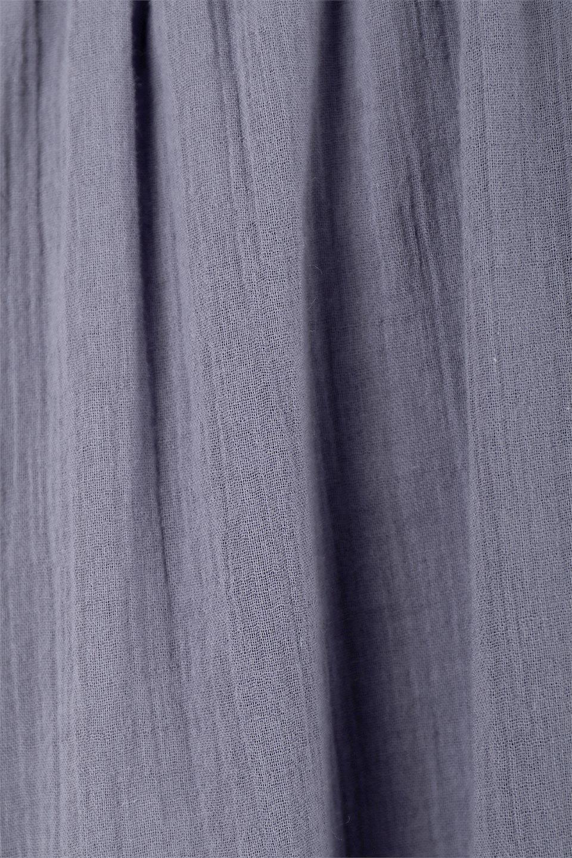 WaistShapedCrossoverLongDressウエストシェイプ・カシュクールワンピース大人カジュアルに最適な海外ファッションのothers(その他インポートアイテム)のワンピースやマキシワンピース。シボが特徴のさらっとした肌触りの生地を用いたワンピース。ウエストがキュッと締まっており、裾にかけてフレアーなシルエットが魅力。/main-17