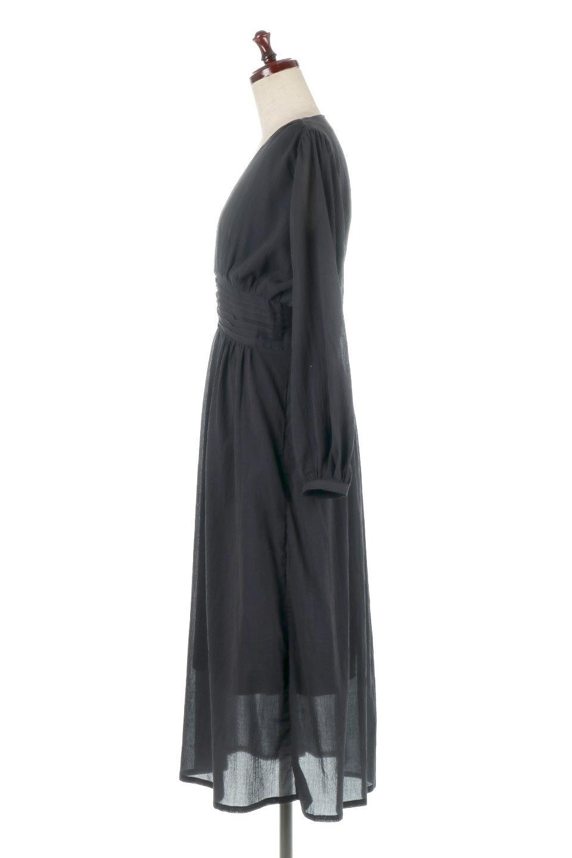 WaistShapedCrossoverLongDressウエストシェイプ・カシュクールワンピース大人カジュアルに最適な海外ファッションのothers(その他インポートアイテム)のワンピースやマキシワンピース。シボが特徴のさらっとした肌触りの生地を用いたワンピース。ウエストがキュッと締まっており、裾にかけてフレアーなシルエットが魅力。/main-7