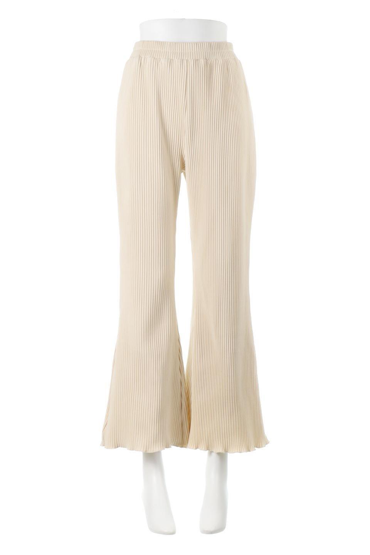 PleatedSemiFlarePantsプリーツ・セミフレアパンツ大人カジュアルに最適な海外ファッションのothers(その他インポートアイテム)のボトムやパンツ。中厚手のしっかりとしたダブルフェイス生地に、細かいプリーツが施されたセミフレアパンツです。膝から裾にかけてやや広がりのあるシルエットとなっています。