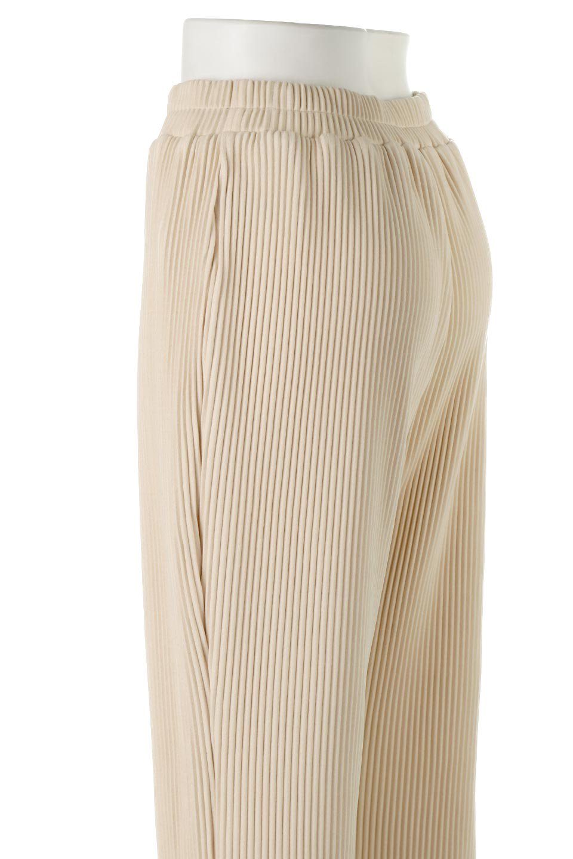PleatedSemiFlarePantsプリーツ・セミフレアパンツ大人カジュアルに最適な海外ファッションのothers(その他インポートアイテム)のボトムやパンツ。中厚手のしっかりとしたダブルフェイス生地に、細かいプリーツが施されたセミフレアパンツです。膝から裾にかけてやや広がりのあるシルエットとなっています。/main-11