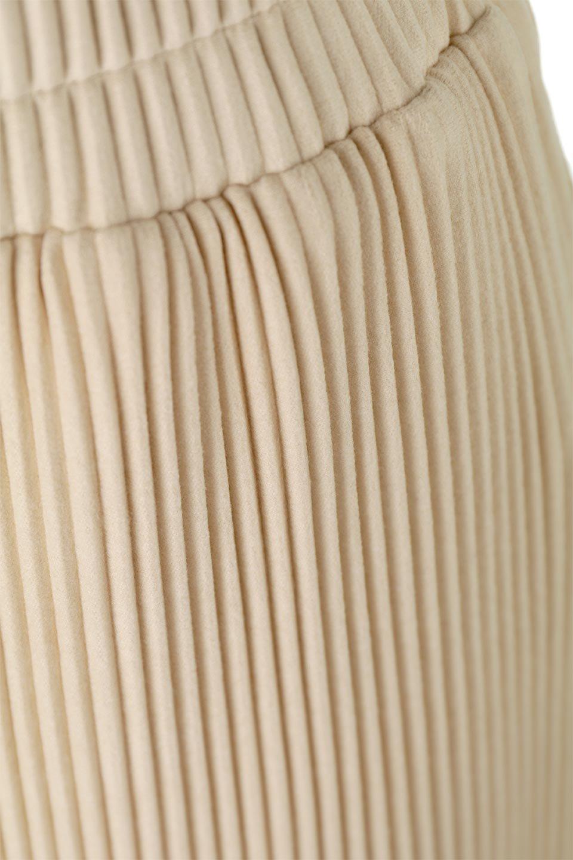PleatedSemiFlarePantsプリーツ・セミフレアパンツ大人カジュアルに最適な海外ファッションのothers(その他インポートアイテム)のボトムやパンツ。中厚手のしっかりとしたダブルフェイス生地に、細かいプリーツが施されたセミフレアパンツです。膝から裾にかけてやや広がりのあるシルエットとなっています。/main-13