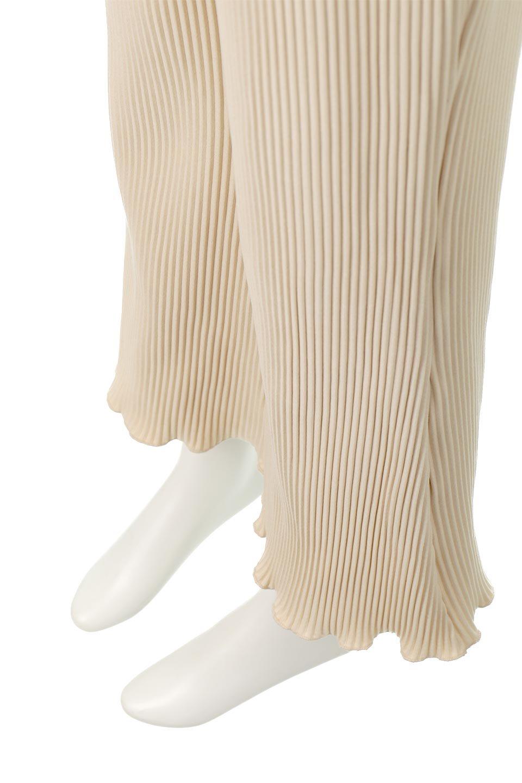 PleatedSemiFlarePantsプリーツ・セミフレアパンツ大人カジュアルに最適な海外ファッションのothers(その他インポートアイテム)のボトムやパンツ。中厚手のしっかりとしたダブルフェイス生地に、細かいプリーツが施されたセミフレアパンツです。膝から裾にかけてやや広がりのあるシルエットとなっています。/main-15