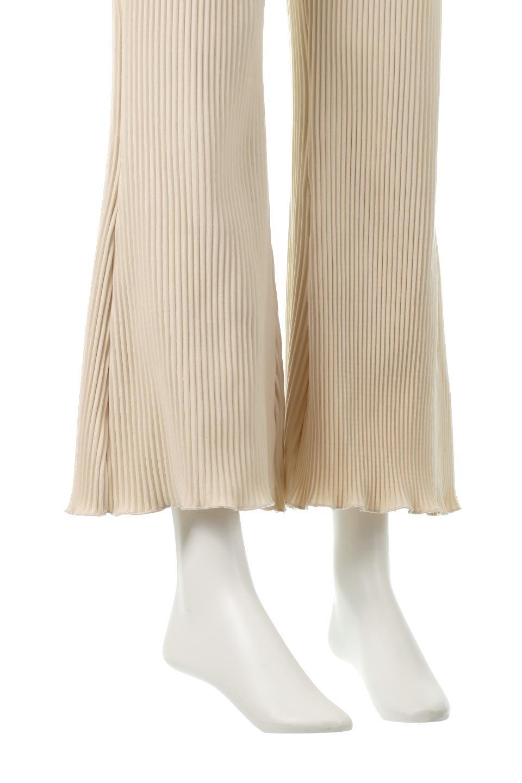 PleatedSemiFlarePantsプリーツ・セミフレアパンツ大人カジュアルに最適な海外ファッションのothers(その他インポートアイテム)のボトムやパンツ。中厚手のしっかりとしたダブルフェイス生地に、細かいプリーツが施されたセミフレアパンツです。膝から裾にかけてやや広がりのあるシルエットとなっています。/main-16