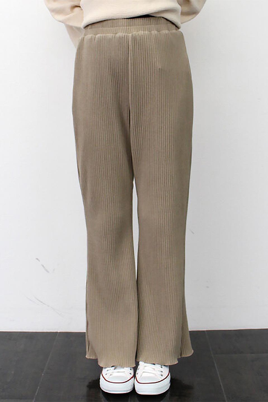 PleatedSemiFlarePantsプリーツ・セミフレアパンツ大人カジュアルに最適な海外ファッションのothers(その他インポートアイテム)のボトムやパンツ。中厚手のしっかりとしたダブルフェイス生地に、細かいプリーツが施されたセミフレアパンツです。膝から裾にかけてやや広がりのあるシルエットとなっています。/main-19