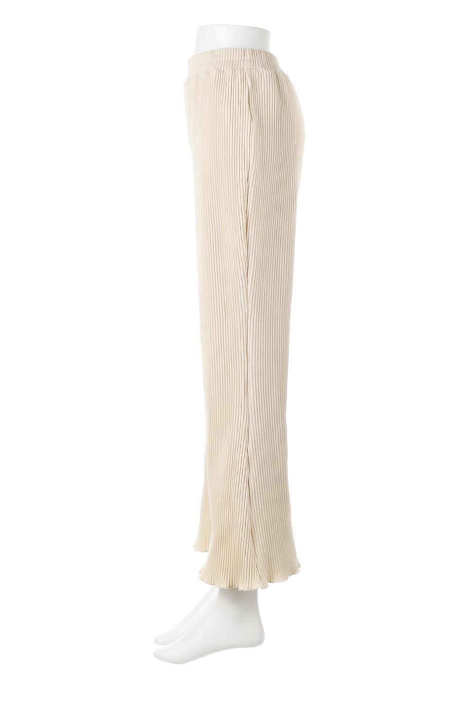 PleatedSemiFlarePantsプリーツ・セミフレアパンツ大人カジュアルに最適な海外ファッションのothers(その他インポートアイテム)のボトムやパンツ。中厚手のしっかりとしたダブルフェイス生地に、細かいプリーツが施されたセミフレアパンツです。膝から裾にかけてやや広がりのあるシルエットとなっています。/main-2