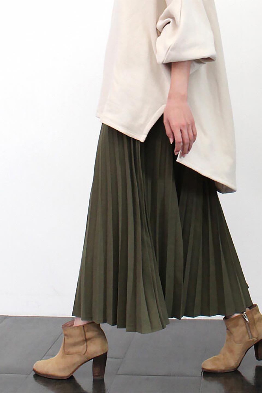 VeganSuedePleatedSkirtビーガンスエード・プリーツスカート大人カジュアルに最適な海外ファッションのothers(その他インポートアイテム)のボトムやスカート。マットな質感が魅力のビーガンスエードを使ったプリーツスカート。ウエストは全体がゴムになっています。/main-24