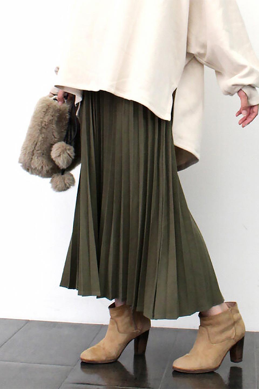 VeganSuedePleatedSkirtビーガンスエード・プリーツスカート大人カジュアルに最適な海外ファッションのothers(その他インポートアイテム)のボトムやスカート。マットな質感が魅力のビーガンスエードを使ったプリーツスカート。ウエストは全体がゴムになっています。/main-27