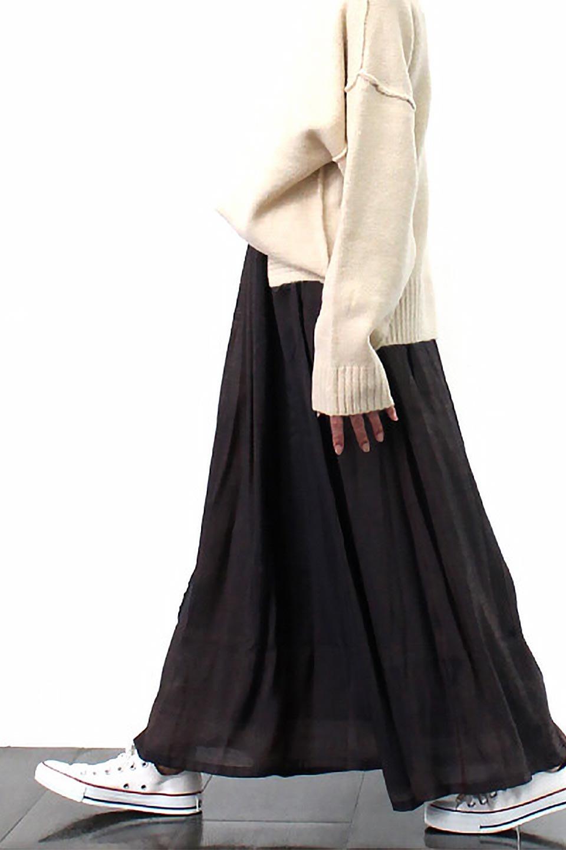 GatheredFlareShinnySkirtシャイニーポプリン・ギャザーフレアースカート大人カジュアルに最適な海外ファッションのothers(その他インポートアイテム)のボトムやスカート。上品な光沢がエレガントなロングフレアスカート。秋冬に合わせやすいロング丈で、それに合わせて裏地も長め。/main-23