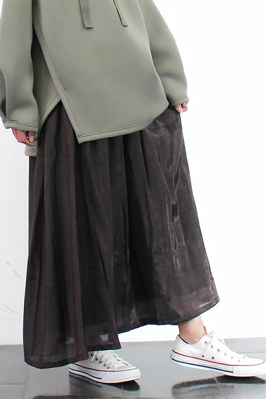 GatheredFlareShinnySkirtシャイニーポプリン・ギャザーフレアースカート大人カジュアルに最適な海外ファッションのothers(その他インポートアイテム)のボトムやスカート。上品な光沢がエレガントなロングフレアスカート。秋冬に合わせやすいロング丈で、それに合わせて裏地も長め。/main-26