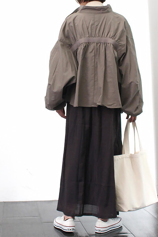 GatheredFlareShinnySkirtシャイニーポプリン・ギャザーフレアースカート大人カジュアルに最適な海外ファッションのothers(その他インポートアイテム)のボトムやスカート。上品な光沢がエレガントなロングフレアスカート。秋冬に合わせやすいロング丈で、それに合わせて裏地も長め。/main-27