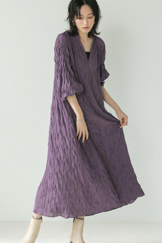 WasherSatinLongDressワッシャーサテン・ロングワンピース大人カジュアルに最適な海外ファッションのothers(その他インポートアイテム)のワンピースやマキシワンピース。今年らしいボリューム袖のワンピース。軽くてシワが気にならないので旅行にもぴったり。/main-33