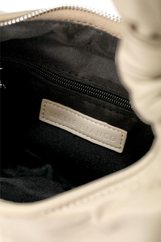 meliebiancoのEmma(Taupe)ラウンドシルエット・ギャザーショルダーバッグ/海外ファッション好きにオススメのインポートバッグとかばん、MelieBianco(メリービアンコ)のバッグやショルダーバッグ。ソフトで滑らかなビーガンレザーを使用した小型のショルダーバッグ。ラムスキンのようなしっとりした触り心地のマテリアル。/main-11