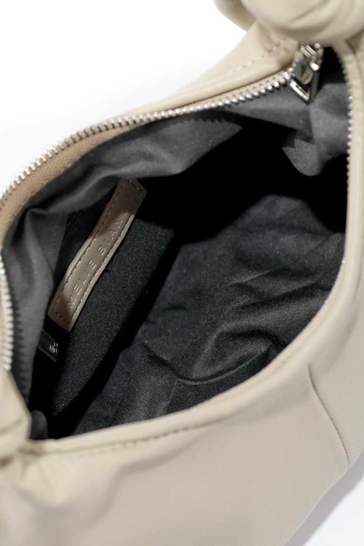 meliebiancoのEmma(Taupe)ラウンドシルエット・ギャザーショルダーバッグ/海外ファッション好きにオススメのインポートバッグとかばん、MelieBianco(メリービアンコ)のバッグやショルダーバッグ。ソフトで滑らかなビーガンレザーを使用した小型のショルダーバッグ。ラムスキンのようなしっとりした触り心地のマテリアル。/main-13