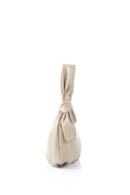 meliebiancoのEmma(Taupe)ラウンドシルエット・ギャザーショルダーバッグ/海外ファッション好きにオススメのインポートバッグとかばん、MelieBianco(メリービアンコ)のバッグやショルダーバッグ。ソフトで滑らかなビーガンレザーを使用した小型のショルダーバッグ。ラムスキンのようなしっとりした触り心地のマテリアル。/main-2