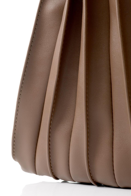 meliebiancoのCarrie(Chocolate)アコーディオンプリーツ・ミニショルダーバッグ/海外ファッション好きにオススメのインポートバッグとかばん、MelieBianco(メリービアンコ)のバッグやショルダーバッグ。アコーディオンプリーツの陰影が美しいポーチ付きのショルダーハンドバッグ。しっかりとしたビーガンレザーを使用しているので、プリーツがクタクタになることはありません。/main-10