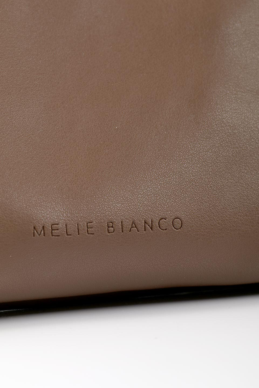 meliebiancoのCarrie(Chocolate)アコーディオンプリーツ・ミニショルダーバッグ/海外ファッション好きにオススメのインポートバッグとかばん、MelieBianco(メリービアンコ)のバッグやショルダーバッグ。アコーディオンプリーツの陰影が美しいポーチ付きのショルダーハンドバッグ。しっかりとしたビーガンレザーを使用しているので、プリーツがクタクタになることはありません。/main-11
